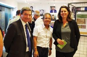 Le directeur de la Galerie des Molières et la responsable de projet prennent la pose avec Jean Guillon, 3è adjoint de la ville